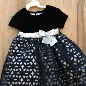 Cute navy blue velvet and silver 3T dress